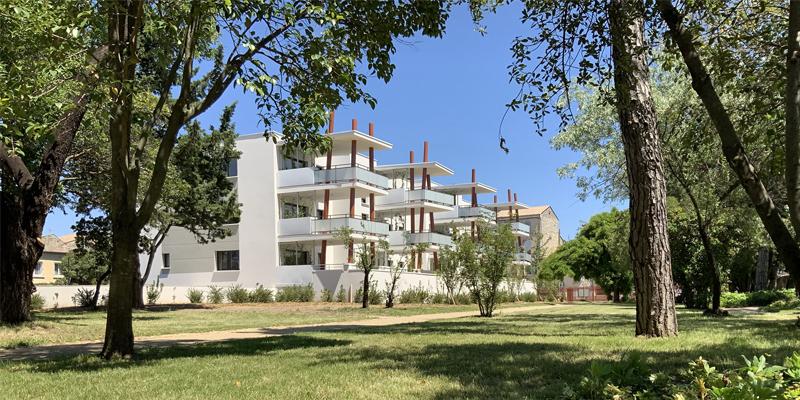 immeuble-et-parc-exterieur Espace Boissier Pierrelatte